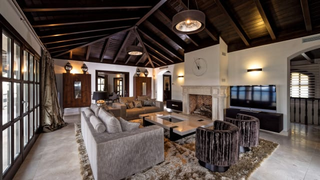 mansion-la-zagaleta-livingroom-640x360