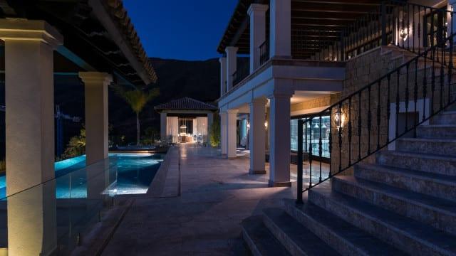 mansion-la-zagaleta-night-640x360