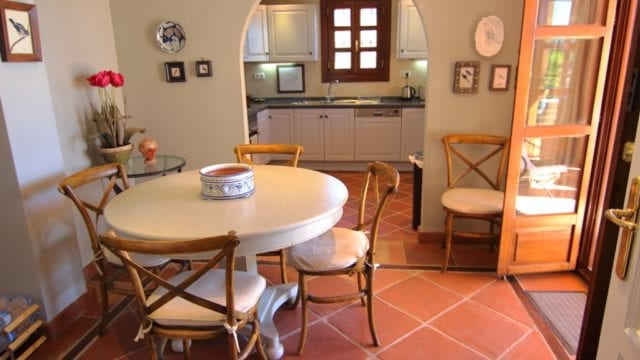 10 Dining and kitchen s