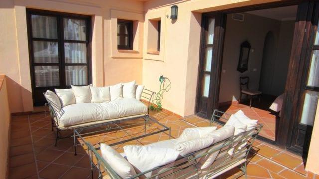 16 Upstairs terrace s