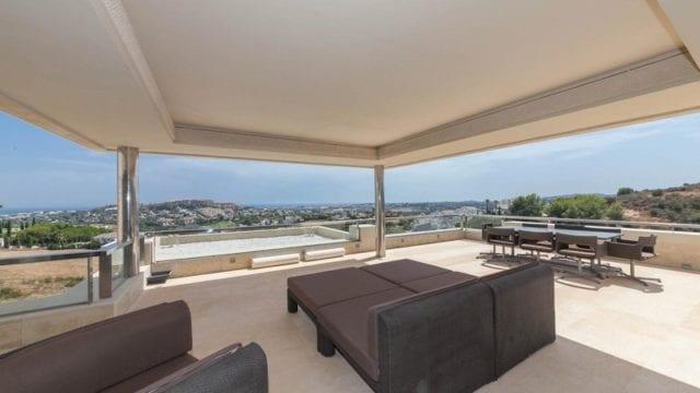 Contemporary penthouse apartment for sale in Los Arrayanes, Nueva Andalucia Marbella