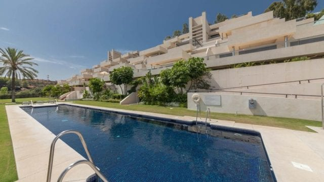 Contemporary penthouse apartment for sale in Los Arrayanes, Nueva Andalucia Marbella