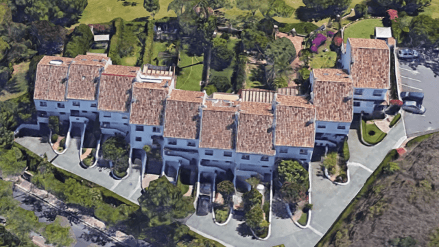 Golden Mile townhouse near beach and town