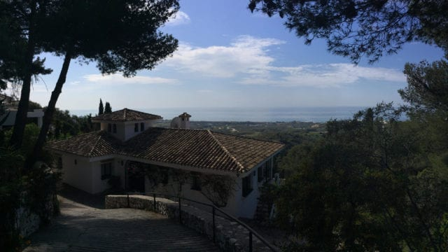 Marbella villa for sale with Panoramic coast and sea views