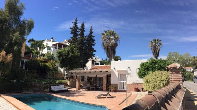 Bargain.Nueva Andalucia villa with own pool for sale