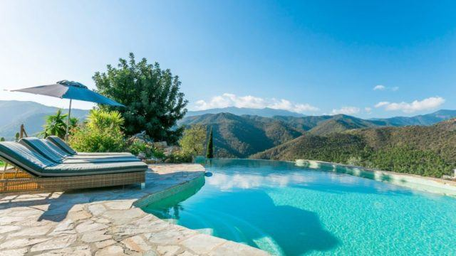 Reduced – Istan villa for sale with lake views.7,815 m² Plot with Olives