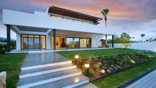 Benahavis – Modern villa for sale 1st line Golf