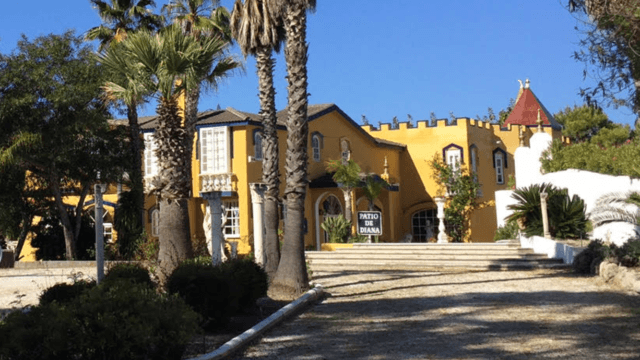 Reduced – Benahavis Hotel with Tennis & Restaurant for sale on a hilltop