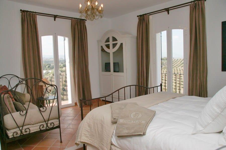 sch n 22 schlafzimmer cortijo zu verkaufen in der n he von malaga. Black Bedroom Furniture Sets. Home Design Ideas