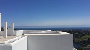 Benahavis -For sale Duplex Penthouse with roof top pool & sea views