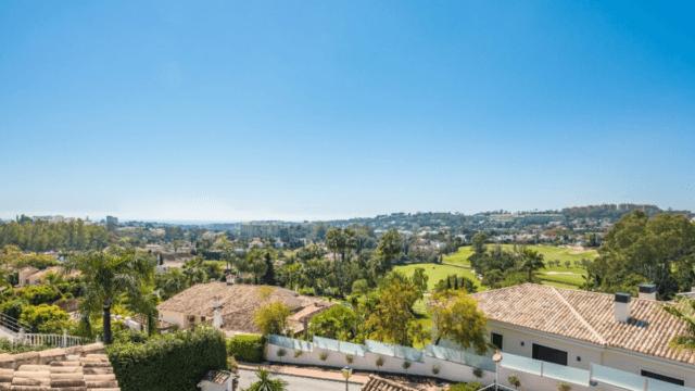 Nueva Andalucia villa for sale in a gated community