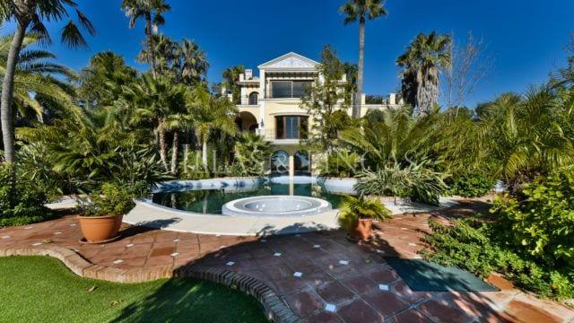 EL MADROÑAL 2 villas for sale on huge 19000m2 plot sea view