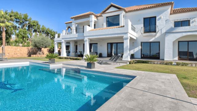 Benahavis quality villa with sea views