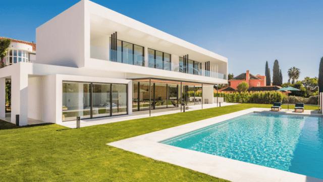 Nueva Andalucia – Golf valley exclusive Luxury Villa for sale