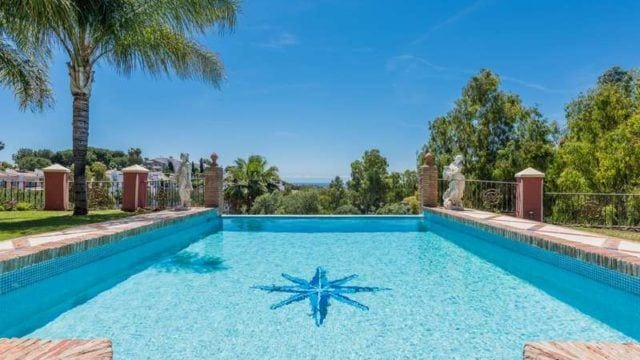 Benahavis villa in gated community with sea views