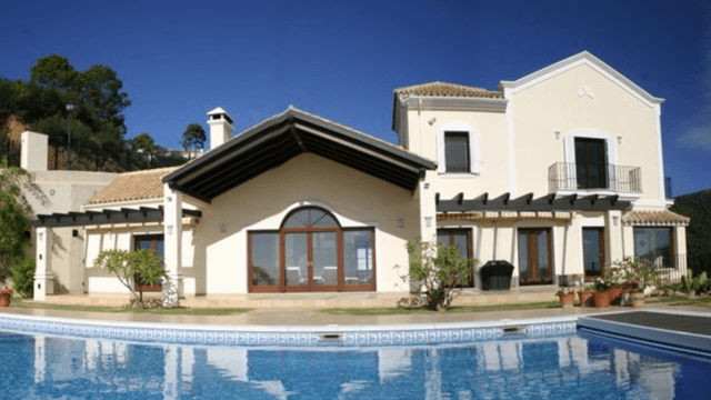 Monte Mayor bargain villa with sea views