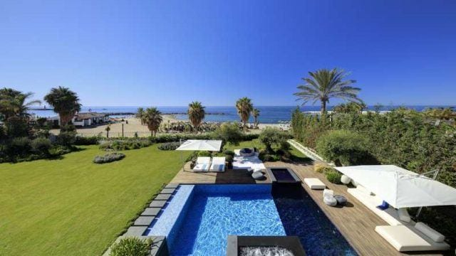 Puerto Banus.Modern beachfront villa for sale
