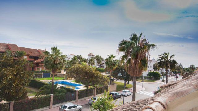 Walk to Puerto Banús Townhouse near beach and port