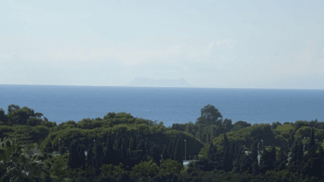 Elviria villa with plot of 6142m2 exceptional open views to sea and mountains