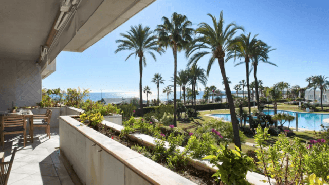 Los Granados Puerto Banus beachfront apartment for holiday rent 3 bedrooms sleeps 6
