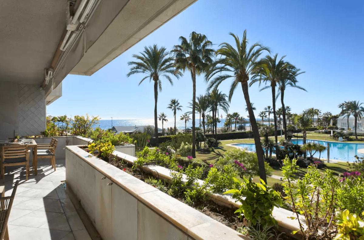 Los Granados Puerto Banus Beachfront Apartment For Holiday Rent 3 Bedrooms  Sleeps 6
