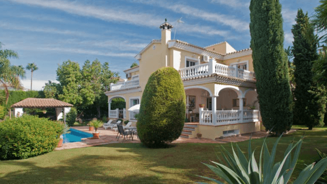 Nueva Andalucia – Villa in gated community for sale, close to facilities