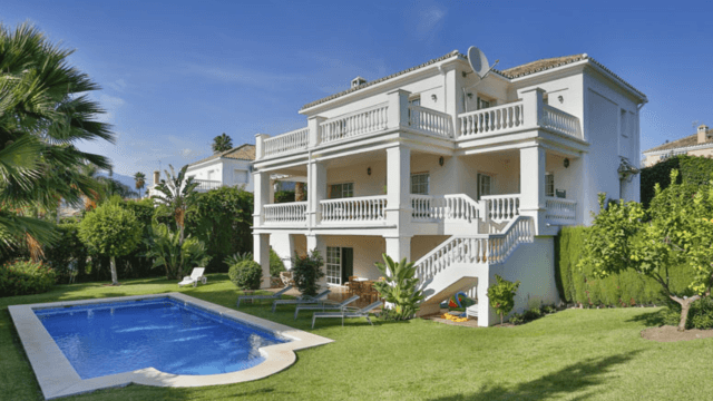 Nueva Andalucia villa with 24hour security for sale