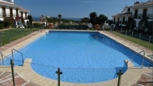 Bargain 7bed villa in Calahonda with Seaviews and huge Pool