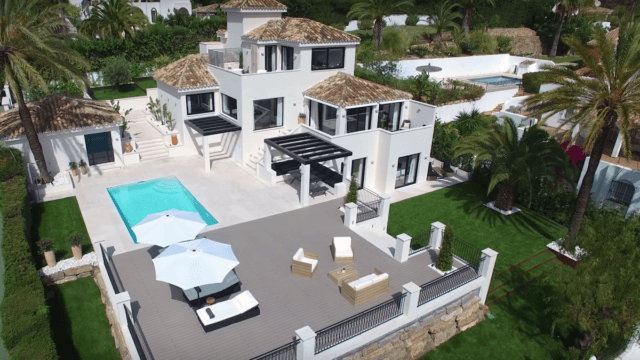 Nueva Andalucia modern villa with sea views in a gated community