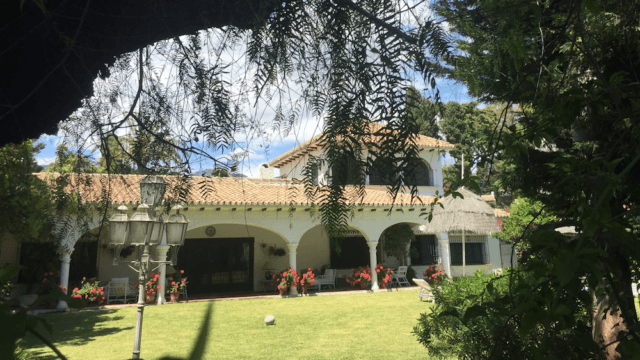 Marbella Andalucian villa near beach and town for sale