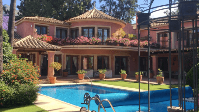Reduced – Villa with tropical garden for sale Marbella Golden Mile