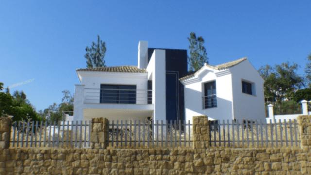 Bargain – Benahavis – Modern villa for sale from bank, need some work