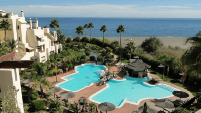 Beachfront – Estepona 3 bed quality penthouse perfect Seaviews