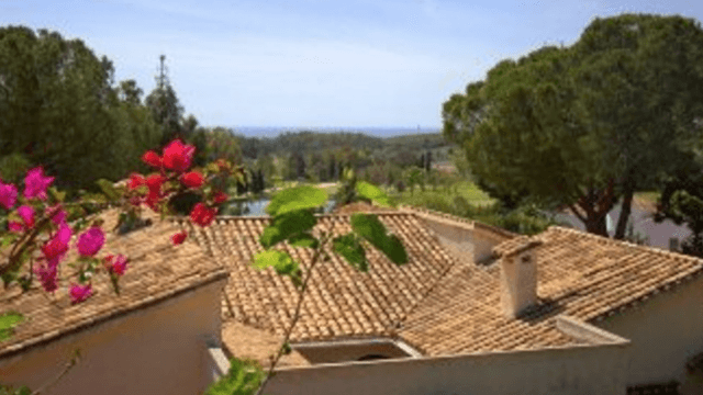 El Paraiso villa for sale with Sea views