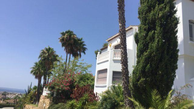 Benahavis villa for sale with Seaviews