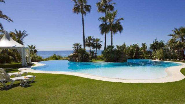 Marbella East Beachfront mansion with 6 bedrooms for sale & rent