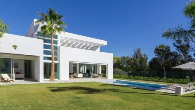 5min west of Puerto Banus contemporary style villa