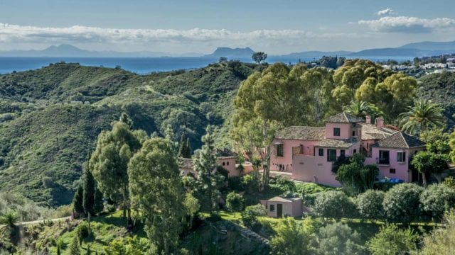 Benahavis hilltop Villa with seaview for rent