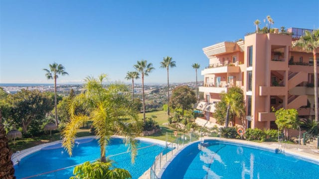 Nueva Andalucia hilltop 2bedroom apartment with Seaviews