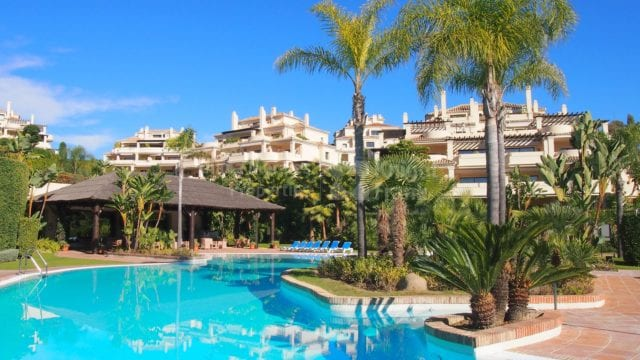 Benahavis spacious west facing Groundfloor apartment