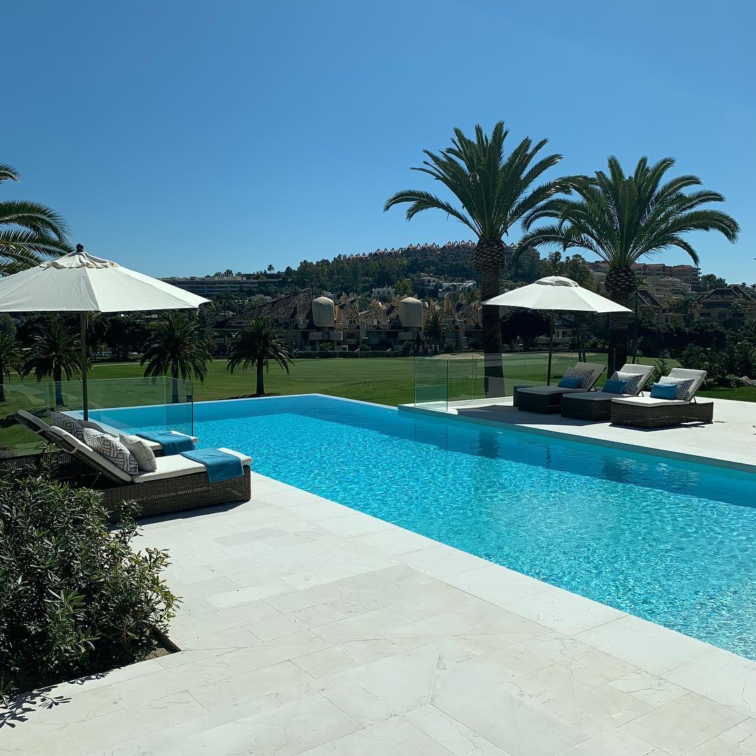 Villa Nueva Apartments: Nueva Andalucia Villa 1st Line Golf For Sale