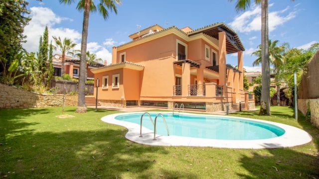 Marbella east Villa 2nd line beach for sale & rent
