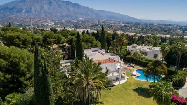 Near Puerto Banus villa with tennis court & large plot