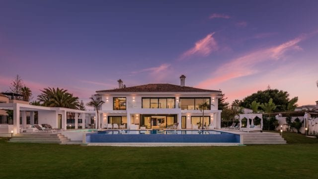 Modern new villa 10min from Puerto Banus 2nd line Beach.