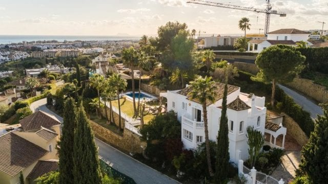 Benahavis South facing villa on elevated plot with panoramic views