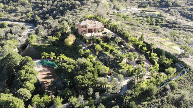 Reduced country villa with Mountain views and Tennis court