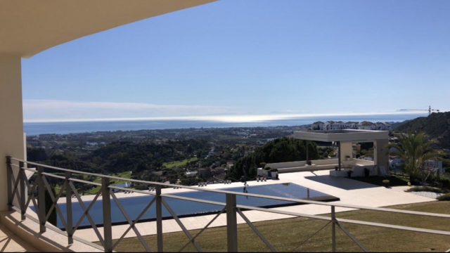 Reduced – Benahavis villa with sea views in gated community