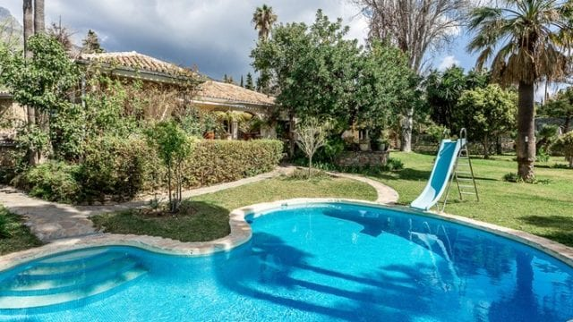 Marbella hillside 2 villas for sale on 4300m2 plot