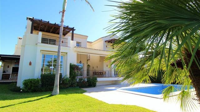 Bargain – Prime location villa near Puerto Banus