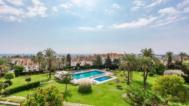 Nueva Andalucia – 2b Penthouse a few min. walk from Puerto Banus great open views